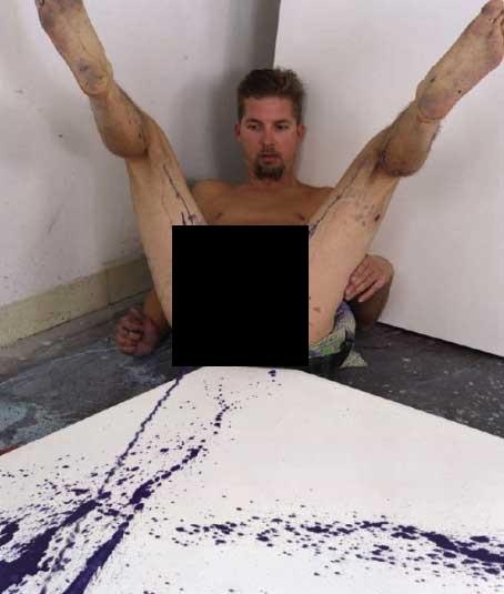 Художник который рисует жопой фото 641-851