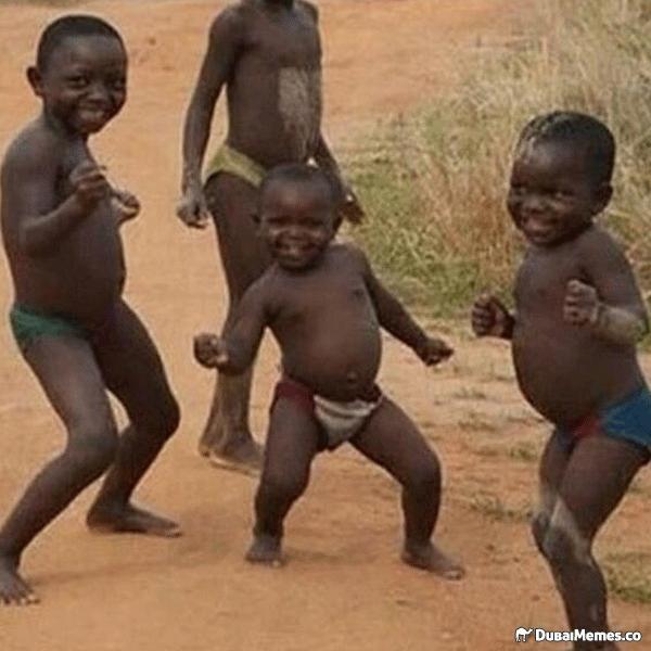 Маленькие негры танцуют