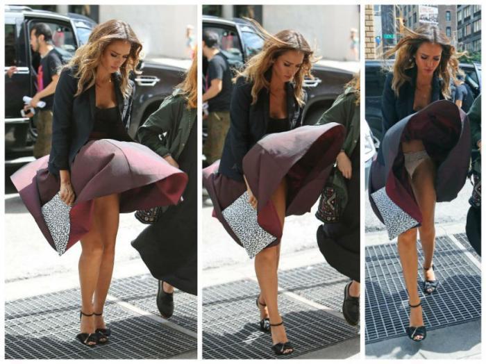 Ветер раскрывает синий юбка и трусики фото фото 198-563