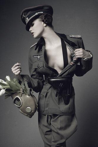 Женщина в эсэсовской форме — photo 5