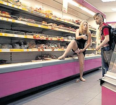 Мужика трахают колбасой, викед продуктион порно