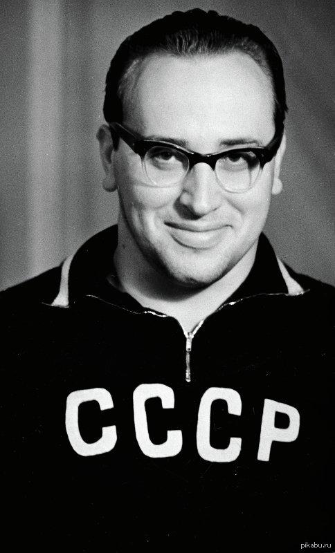 Человек, на которого равнялся Шварцнеггер Юрий Власов-советский тяжелоатлет. Заслуженный мастер спорта СССР, Олимпийский чемпион,4-кратный чемпион мира.Установил 31 рекорд мира и 41 рекорд СССР