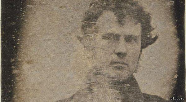 """Самое старое в мире селфи-фото Данный снимок """"самого себя"""" был сделан 175 лет назад, в 1839 году филадельфийским фотографом Робертом Корнелиусом."""