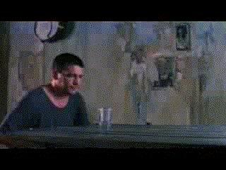 врёшь,не уйдёшь! как стакан не сопротивлялся,а мужик взял,да и выпил!