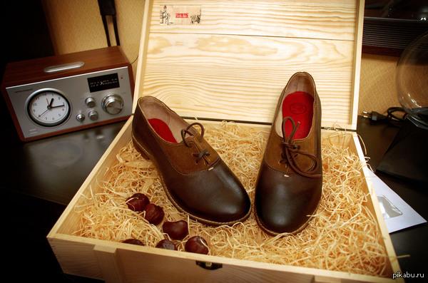 Вот и решился похвастаться одной из своих работ. На этот раз- женские ботиночки. 2,5 недели работы...и полученный результат.