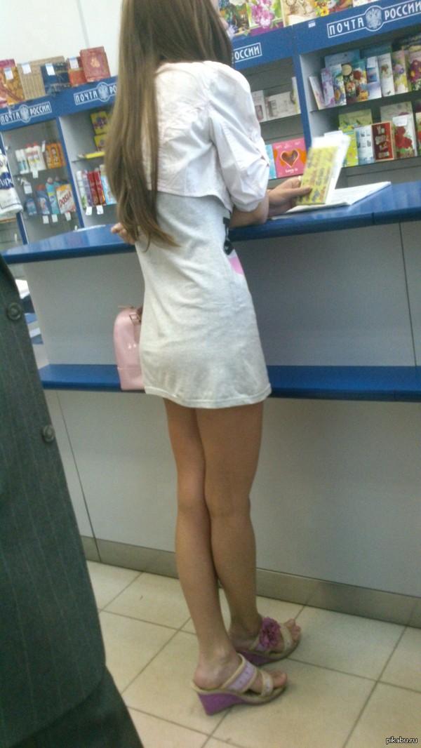 Блядь подняла юбку