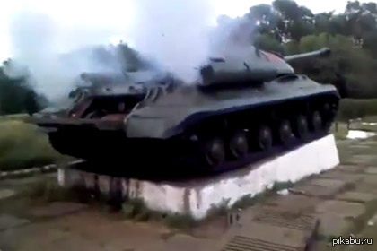 Завести ИС-3 В YouTube опубликован видеоролик, свидетельствующий о том, что бойцам донецкого ополчения удалось завести танк ИС-3.
