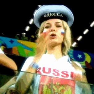 Красивая девушка на матче Россия - Южная Корея