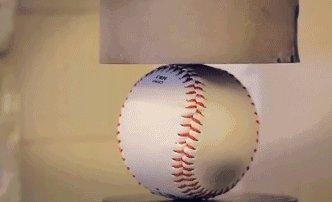 Бедный мячик Всего лишь мяч для бейсбола. Осторожно, шок-контент.