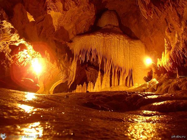 """Красота Южного Урала - 3 Пещера Сумган-Кутук, урочище Кутук-Сумган. Протяжённость пещеры составляет 9 860 м, глубина — 130 м.  Находится на территории национального парка \""""Башки"""