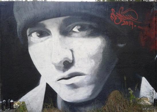 Граффити Eminem Мой первый портрет на стене. Аэрозольная краска. 2 метра в высоту.
