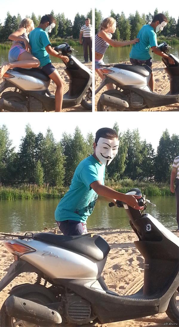 Неуловимый революционер) Вчера на пляж приехал такой персонаж со спутницей. Под маской оказался парнишка лет десяти)