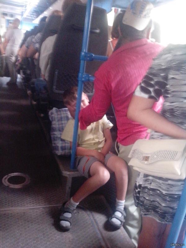 У парня встал в транспорте