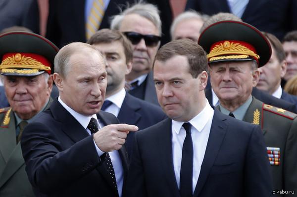 Медведев внезапно сравнялся ростом с Путиным Рост Путина- 170 см.  Рост Медведева- 162 см.  wtf? o0 В комментариях еще одно фото из дома-музея Чехова