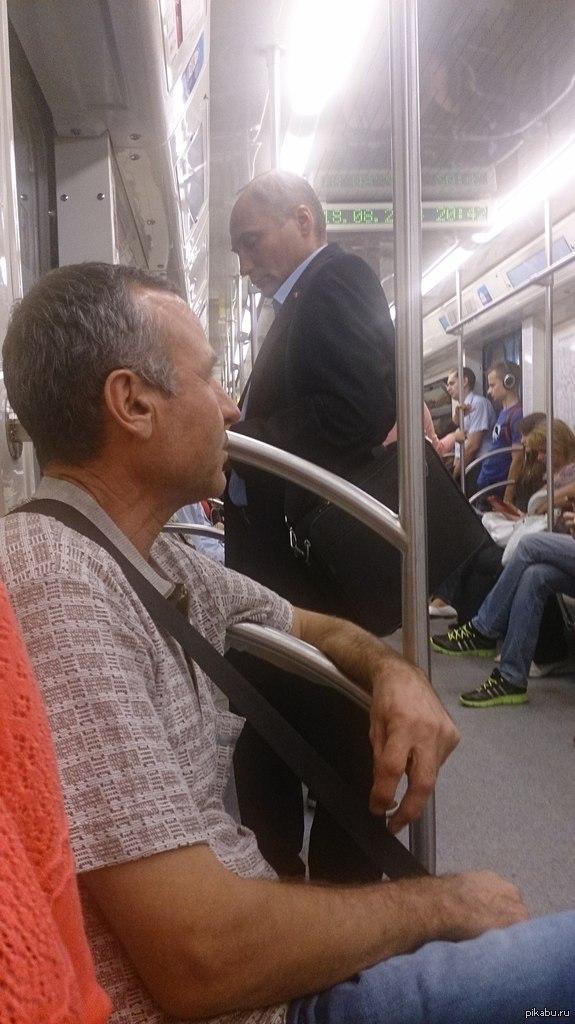Еду я домой сегодня в метро, а тут: