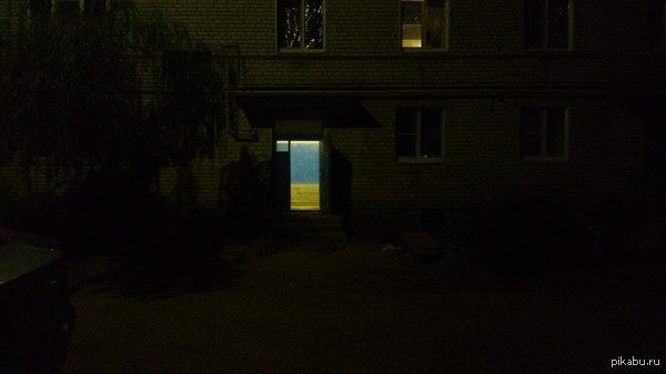Хохлы-маляры добрались до подъезда Волгоградской Области Прогуливался сегодня,а тут такая картина интересная появилась пред моим взором.
