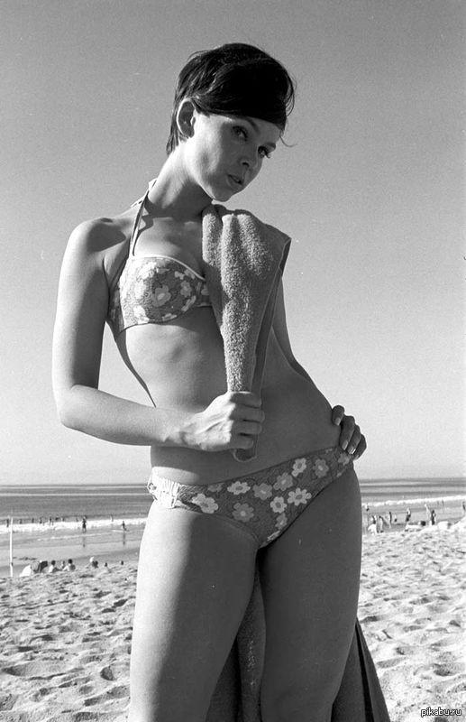 Ивонн Крэйг (телесериал Batgirl), в середине 1960-х годов. Было время без бразерс и редтюбов))