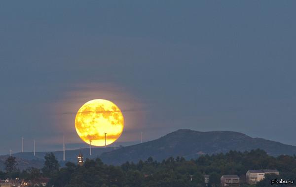 Это на самом деле Луна -  в Испании, Антонио Коста.