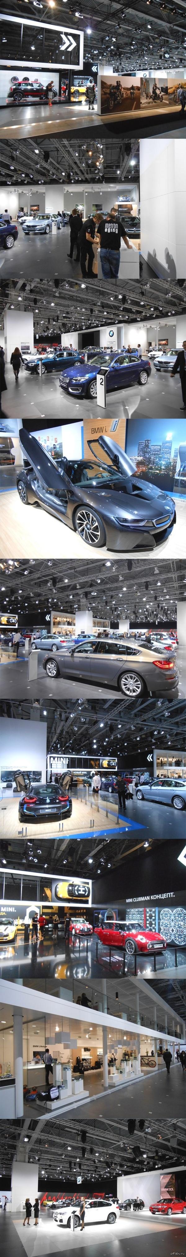 ММАС. Бизнес-день. 5 зал Наличие двух подписчиков заставило взять сегодня фотоаппарат. Зал 5. Этот зал полностью сняла под свои бренды BMW.