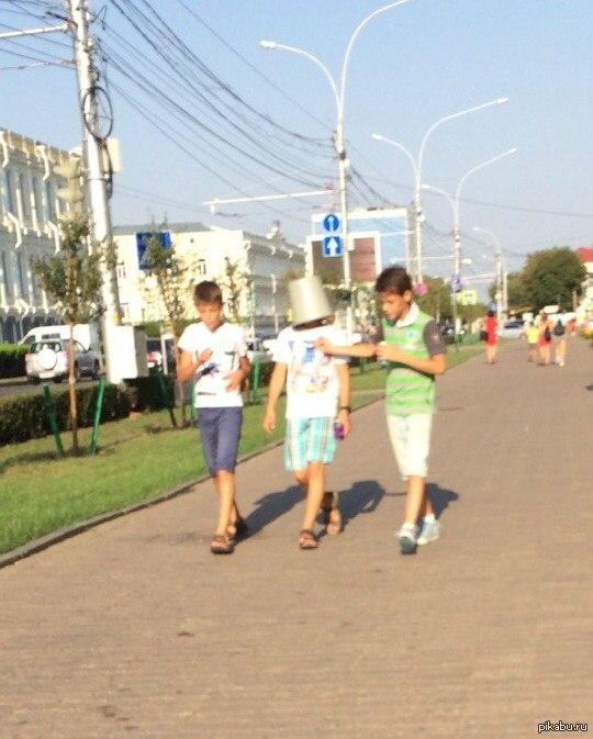 В центре Ставрополя был замечен человек-ведро