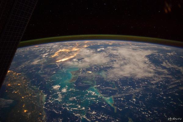 Фото дня - 18 сентября.Карибское море,Багамы,Куба. Член экипажа МКС-40/41 запечатлел невероятную земную панораму с борта космической станции.