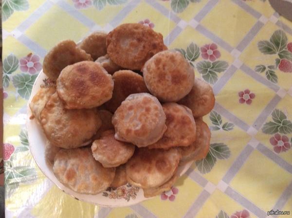 Наворотила пирожочков с помидорками и сыром :3 Решила в пятницу покуховарить