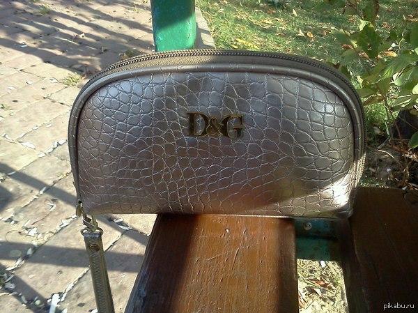 Нашел женскую мини сумочку в г.Зеленограде,15 район,на лавочке,на кресту между 4мя башнями. На брелке написано Надя.  Поднимите в топ! писать сюда http://vk.com/bo0yaka  Лига добра, помоги найти хозяйку!