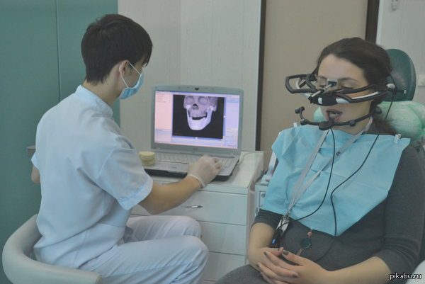 Раз уж все выкладывают место работы, то вот и моё. Один из видов диагностики заболеваний височно-нижнечелюстного сустава. Электронная лицевая дуга.