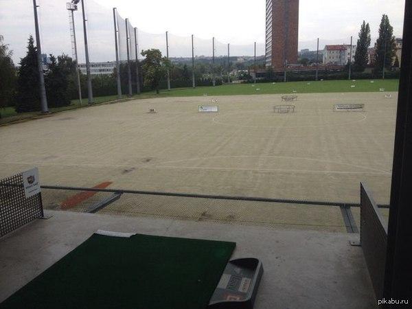 И я немного расскажу про свою работу. Если непонятно, то это гольф площадка, длина ее порядка 200 метров.