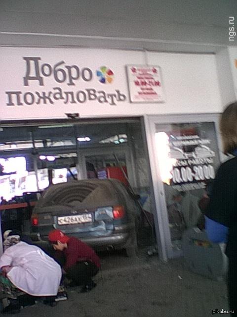 Центральный рынок Новосибирска приглашает покупатилей 25 сентября поехал за свежей капусткой, немного не вписался....