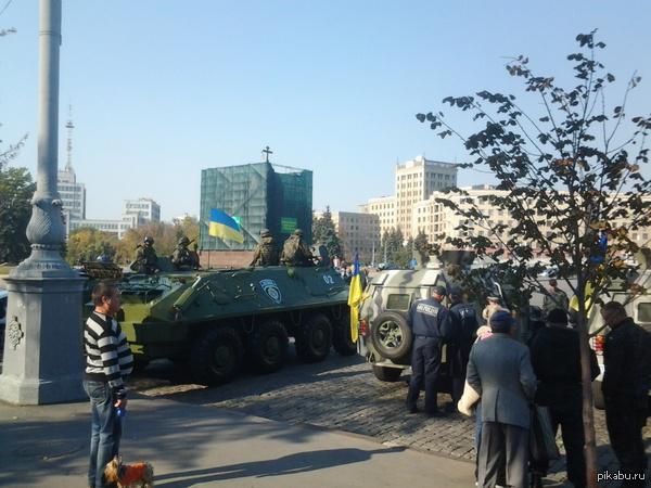 В Харькове центр города превращен в могилу Боятся, суки. Когда шел назад броневички испарились