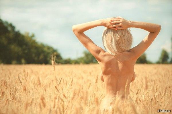 Фото блондинок с голой спиной 21474 фотография