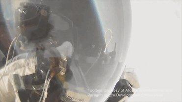Вице-президент Google побил рекорд по прыжкам из стратосферы Вице-президент компании Google по разработкам Алан Юстас (Alan Eustace) поставил новый мировой рекорд, прыгнув с парашютом с высоты в 41 километр.