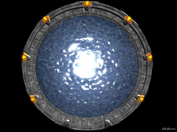 """Сегодня исполняется 20 лет франшизе """"Звёздные Врата"""" Ровно 20 лет назад, 28 октября 1994 года, вышел фильм """"Звёздные Врата"""", положивший начало вселенной Звёздных врат"""
