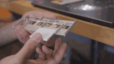 Модульный смартфон от Google. Рабочий прототип Project Ara показали на видео. В будущем мы сможем собирать смартфон какой захотим. Например поставить получше камеру и т.д.