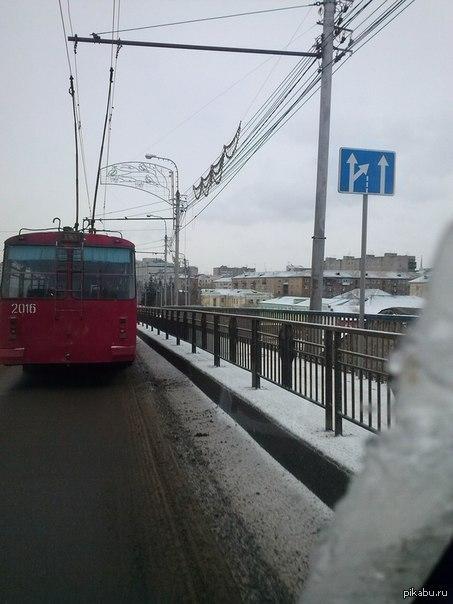 Дорожный знак В Красноярске по ошибке установили дорожный знак, неверно указывающий направление движения. В настоящее время он уже демонтирован.