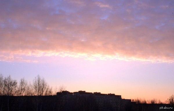 Красивые краски утренней зари в городе Снял, используя Сanon 600d и объектив Индустар-61 Л/З МС с последующим сложением трех снимков. Цветокоррекция - очень незначительная.