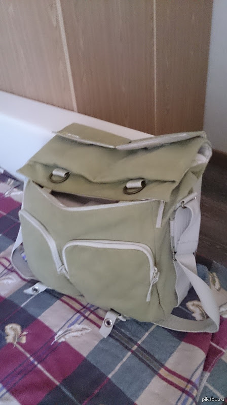 Сумка что-то замышляет! Собирал фото-сумку, обернулся увидел вот это! :)