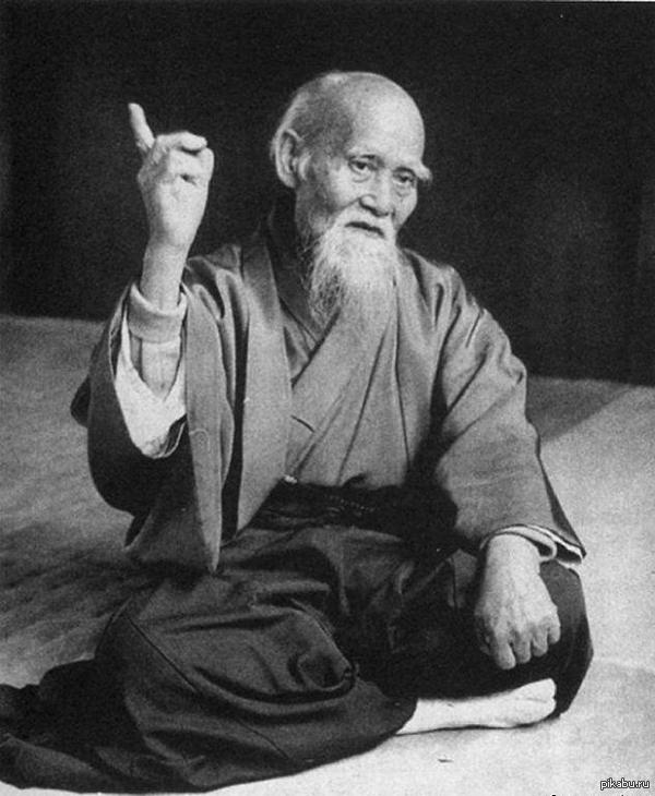 Поздравим этого мудрого парня с днем рождения. Морихэй Уэсиба - основатель айкидо. Сегодня ему 131 годик.