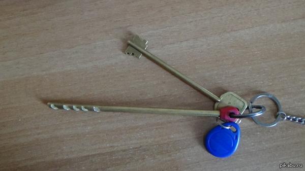 Найдены ключи, г. Новосибирск На парковке возле KFC на пл. Ленина были найдены ключи от дома. Надеюсь, что тут хозяин найдется.