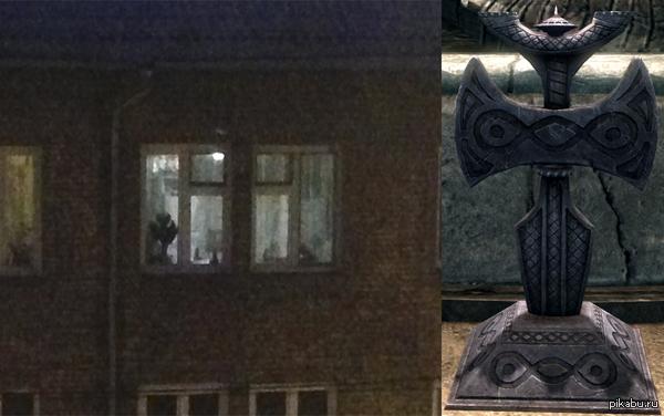 Похоже, в доме напротив живут настоящие норды, храни их Талос! :)