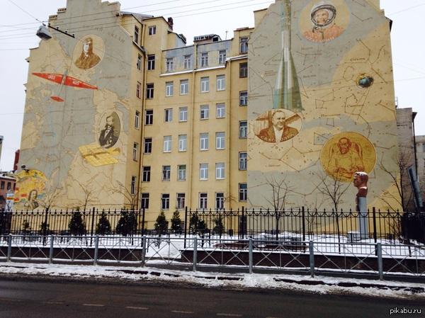 Памятник Чкалову Давно не был в Санкт -Петербурге , когда учился тут была ларек и всеми забытый памятник , теперь все преобразилось.