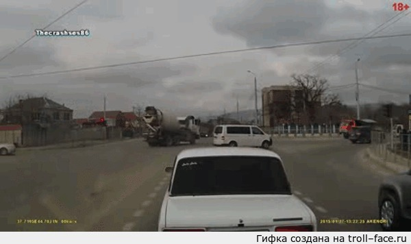 Одно ДТП - 3 регистратора (фура технично проходит перекресток) 27 января 2015 г., Новороссийск. Ссылка на видео и подробности в комменте.