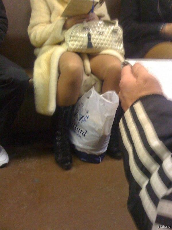 Красивая девочка раздвинула ножки фото 752-847