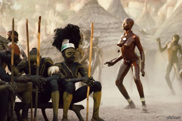 Последние из нубийцев В начале 1970-х фотографии Лени Рифеншталь открыли миру существование африканского племени Нуба, ознаменовав начало конца счастливой жизни его обитателей.