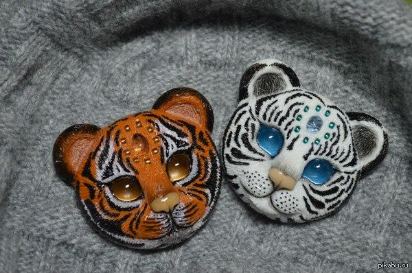 Тигрята, брошки) Обожаю тигрят, поэтому леплю их в огромных количествах)  Ручная работа из полимерной глины.