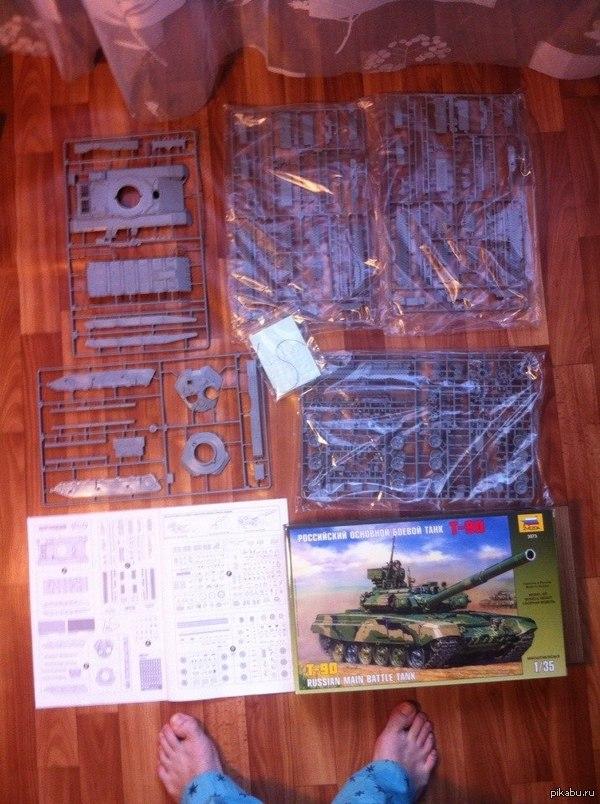Победитель по жизни Долго выбирал с чего начать с танка или самолета. Купил модель Т-90. Вскрыл, разложил все, а там одного литника не хватает, а другой лишний. Грустное начало