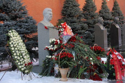 Могила Сталина сегодня.