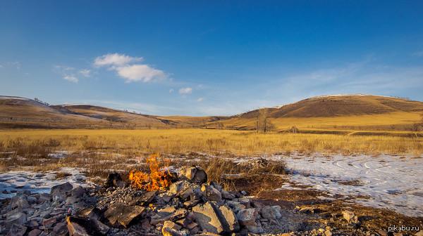 А у нас есть в поле газ! А у вас? Газовая скважина горит уже около 5 лет в 6 км от Минусинска, месторождение Быстрянское, разведано в 1951 году.