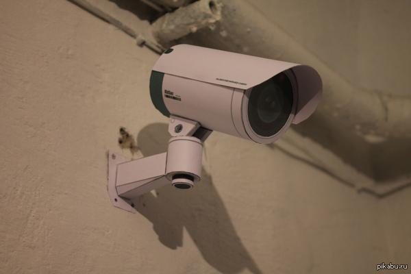 Камера видеонаблюдения из бумаги Установил в подъезде, а то ходят...всякие.